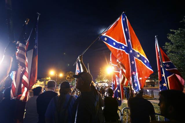 <p>Demonstrators who supports keeping Confederate era monuments protest before the Jefferson Davis statue was taken down in New Orleans, May 11, 2017. (Photo: Gerald Herbert/AP) </p>