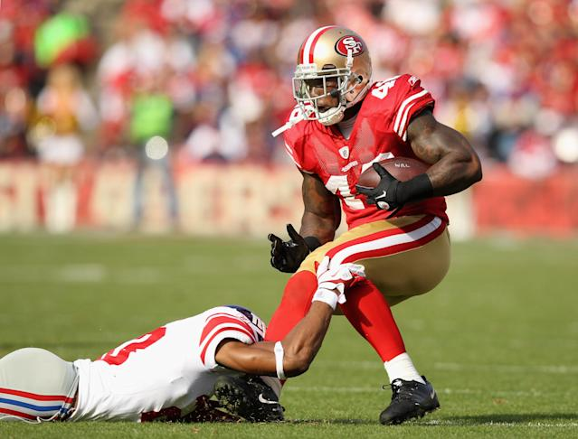 SAN FRANCISCO, CA - NOVEMBER 13: Delanie Walker #46 of the San Francisco 49ers is tackled by Corey Webster #23 of the New York Giants at Candlestick Park on November 13, 2011 in San Francisco, California. (Photo by Ezra Shaw/Getty Images)
