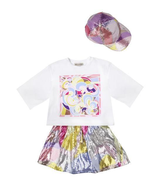 <p>T-shirt con gonnellina a palloncino stampa rainbow</p>