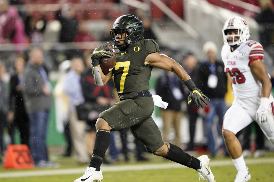 Oregon running back CJ Verdell (7) rushes for a touchdown past Utah defensive back Javelin Guidry (28) during the second half of an NCAA college football game for the Pac-12 Conference championship in Santa Clara, Calif., Friday, Dec. 6, 2019. Oregon won 37-15. (AP Photo/Tony Avelar)