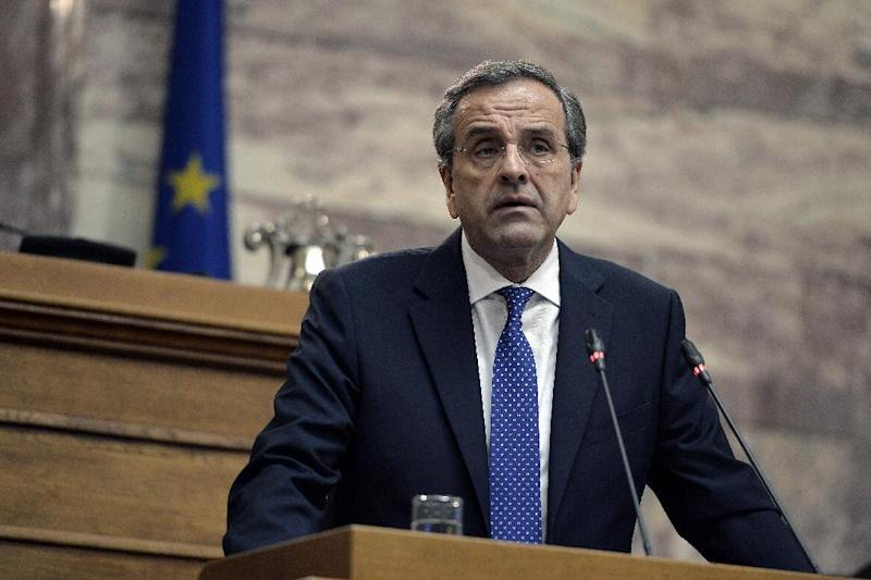 Greek Prime Minister Antonis Samaras addresses his party's parliamentary group at the parliament in Athens, on December 11, 2014 (AFP Photo/Louisa Gouliamaki)