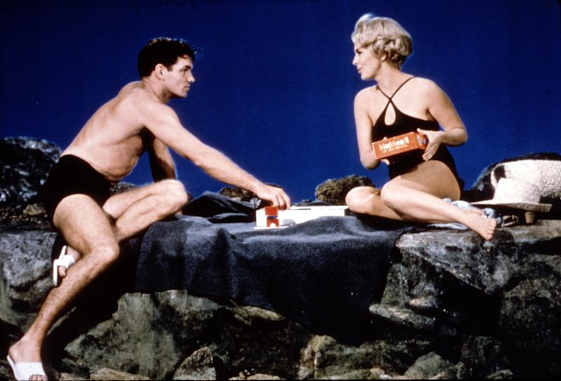 Sean Garrison and Jean Seberg in Moment to Moment, 1965.