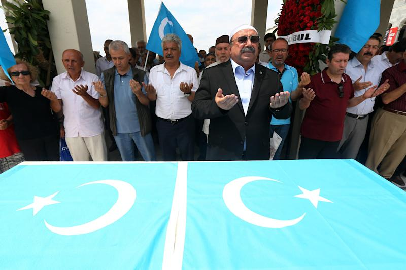 Turkish Muslim Uighurs pray for members of their community allegedly killed by the Chinese security forces in China's far-western Xinjiang autonomous region, in Ankara, on July 4, 2014 (AFP Photo/Adem Altan)