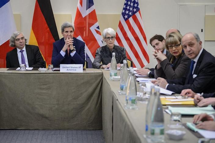 US Secretary of Energy Ernest Moniz (L) US Secretary of State John Kerry (2nd L) US Under Secretary for Political Affairs Wendy Sherman and French Foreign Minister Laurent Fabius (Far R) attend Iranian nuclear talks in Lausanne on March 28, 2015 (AFP Photo/Fabrice Coffrini)