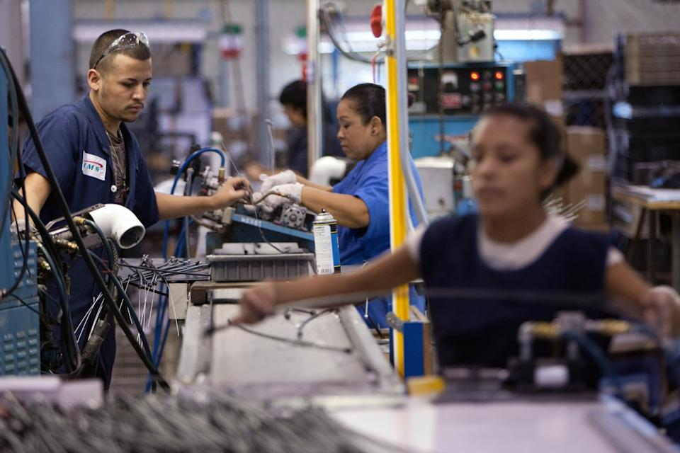 Workers of TECMA, a cross-border plant (
