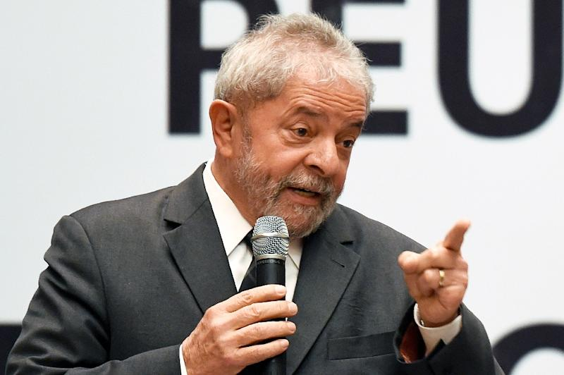 Former Brazilian President Luiz Inacio Lula da Silva speaks during a meeting of the Workers Party's National Leadership in Brasilia on October 29, 2015