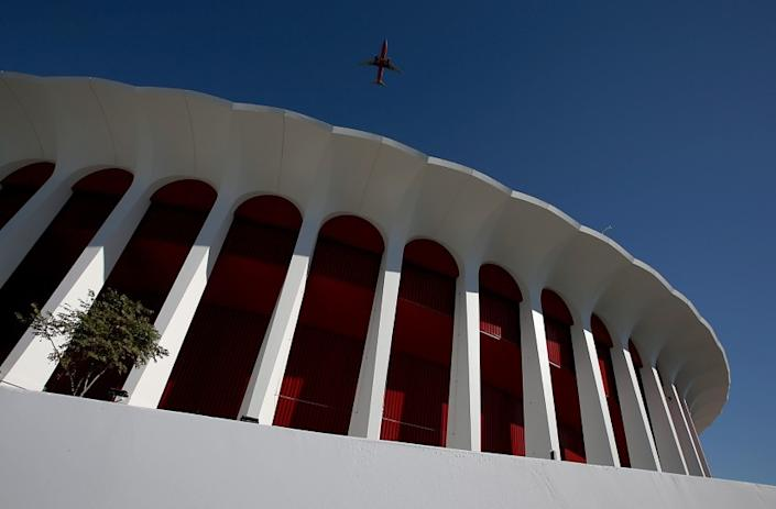 Clippers owner says he has agreement to buy Los Angeles Forum arena