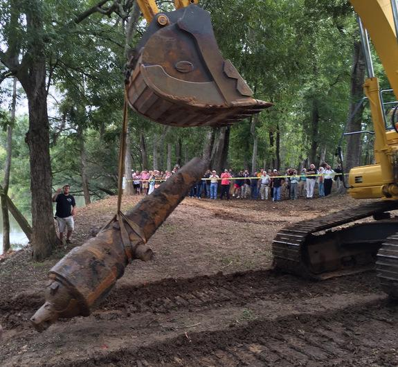 A giant frontend loader was used to pull the heavy cannons from the riverbed.