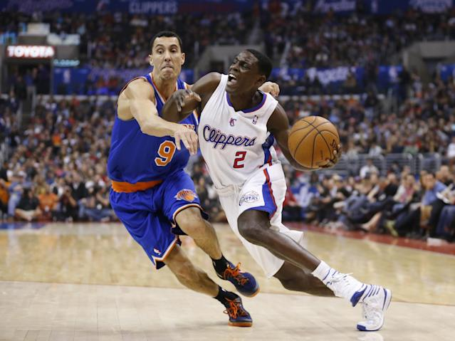 Los Angeles Clippers' Darren Collison, right, drives around New York Knicks' Pablo Prigioni, of Argentina, during the first half of an NBA basketball game in Los Angeles, Wednesday, Nov. 27, 2013. (AP Photo/Danny Moloshok)