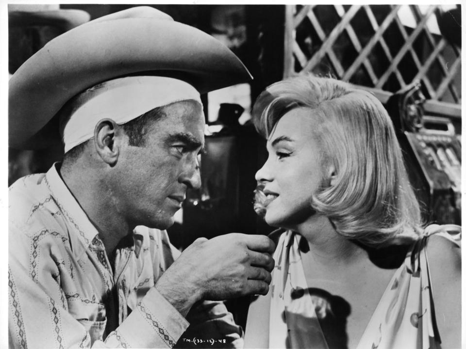 Montgomery Clift and Marilyn Monroe, here in <em>The Misfits</em>, are among the A-list ghosts of Hollywood. (Photo: Getty Images)