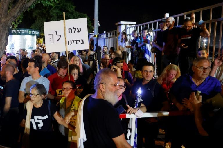 """Supporters of Israel's """"change coalition"""" celebrate on the streets Tel Aviv"""