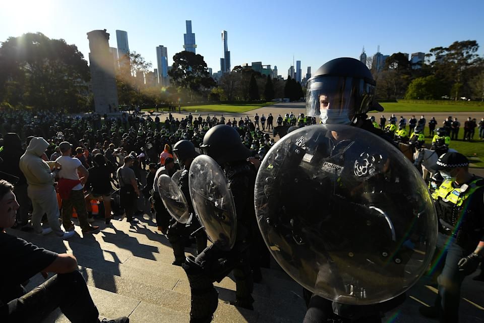 Victorian Police stand guard as protesters demonstrate against mandatory Covid-19 vaccinations and a two-week shutdown of the construction industry at the Shrine of Remembrance in Melbourne. Source: AAP