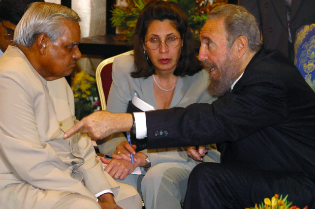 <p>Atal Bihari Vajpayee with the late Cuban president Fidel Castro. </p>
