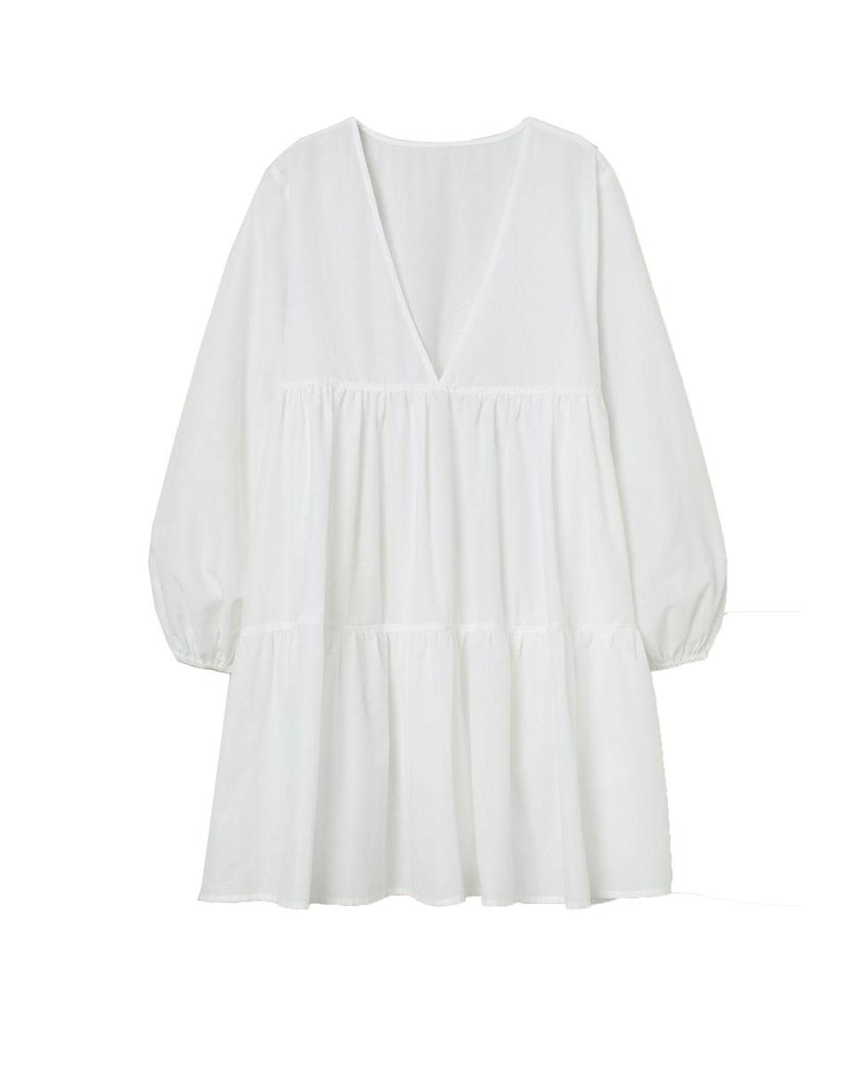 """<p>H&M Poplin beach dress – £24.99</p><p><a class=""""link rapid-noclick-resp"""" href=""""https://go.redirectingat.com?id=127X1599956&url=https%3A%2F%2Fwww2.hm.com%2Fen_gb%2Fproductpage.0920925001.html&sref=https%3A%2F%2Fwww.elle.com%2Fuk%2Ffashion%2Fwhat-to-wear%2Farticles%2Fg31862%2Fthe-10-items-you-need-in-your-capsule-holiday-wardrobe%2F"""" rel=""""nofollow noopener"""" target=""""_blank"""" data-ylk=""""slk:SHOP NOW"""">SHOP NOW</a></p><p>Thanks to its voluminous shape, tiered silhouette and breezy cotton fabric, H&M's's smock dress is super-comfortable to wear when a) it's hot and b) you're in a post-alfresco-lunch stupor. Thanks to that little thing called WFH, easy dresses have become a staple because they can be thrown on in five second flats but look instantly pulled-together.</p>"""