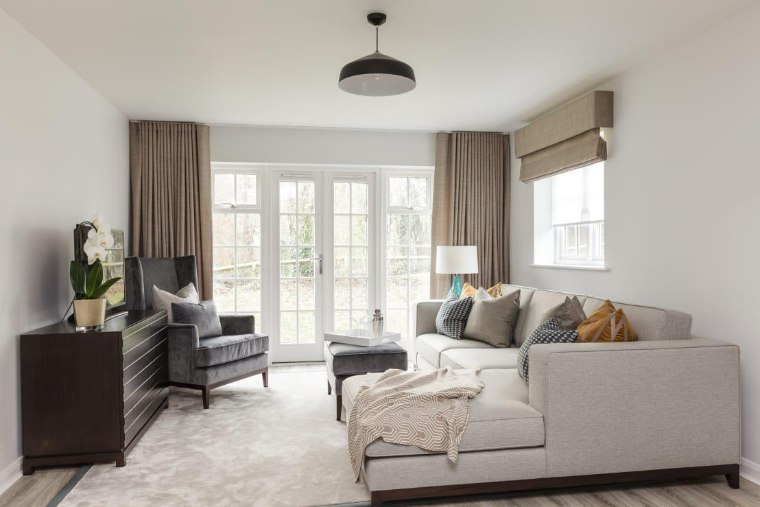 <p>It's a well-known fact that light colours make a room seem and feel bigger and brighter. How so? Because light and bright walls are more reflective, causing a space to feel open and airy, which helps maximise the effect created by natural light.</p><p>Dark hues, on the other hand, absorb light and visually shrink a room.</p><p>So, for that small room, select soft tones of white, off-white, neutrals and light naturals (baby blue, mint green, etc.). Try painting your wall trim and mouldings in a lighter colour than your walls. By doing so, the walls will appear farther back, making the entire room feel bigger.</p><p><strong>homify hint:</strong> Contrasting colours tend to break up a space. That means your furniture pieces will be less interrupting and will blend in more with the rest of the room if they're coloured to match the walls.</p>  Credits: homify / The White House Interiors