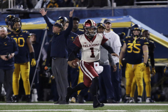 "Oklahoma quarterback <a class=""link rapid-noclick-resp"" href=""/ncaaf/players/255122/"" data-ylk=""slk:Kyler Murray"">Kyler Murray</a> (1) runs the ball for a touchdown during the first half of an NCAA college football game against West Virginia on Friday, Nov. 23, 2018, in Morgantown, W.Va. (AP Photo/Raymond Thompson)"