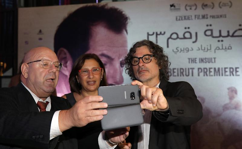 "Lebanese-French director Ziad Douieri poses with actors fpr a selfie at the pre-screening of ""The Insult"" in Beirut on September 12, 2017 (AFP Photo/ANWAR AMRO)"