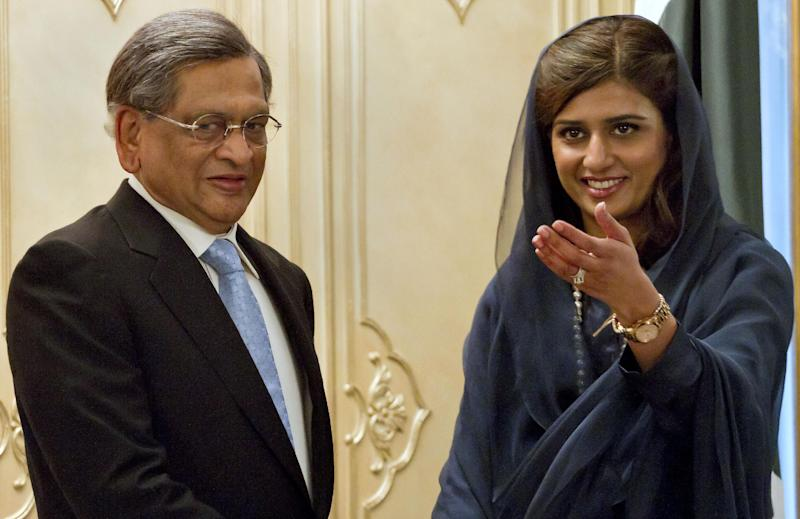 Pakistani Foreign Minister Hina Rabbani Khar, right, indicates the way to Indian Foreign Minister S.M. Krishna as they head to their meeting in Islamabad, Pakistan on Saturday, Sept. 8, 2012. Krishna arrive in Pakistan for talks, the latest sign of a thaw in relations between two countries that have fought three major wars against each other. (AP Photo/Anjum Naveed)