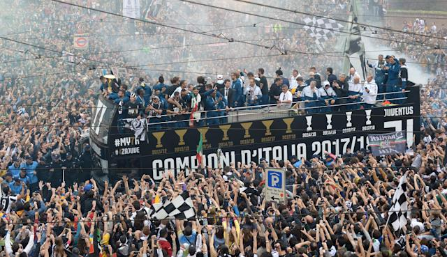 Soccer Football - Serie A - Juventus vs Hellas Verona - Turin, Italy - May 19, 2018 General view of the Juventus players celebrating winning the league with the trophy on an open top bus surrounded by fans REUTERS/Massimo Pinca