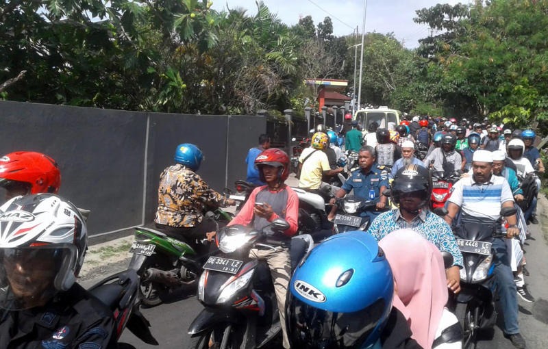 Motorists are seen stuck in traffic as they rush to higher ground following an earthquake in Ambon, Maluku province, Indonesia, Thursday, Sept. 26, 2019. A strong inland earthquake has struck eastern Indonesia Thursday, causing people to flee to higher ground in panic. There were no immediate reports of major damage or casualties. (AP Photo)