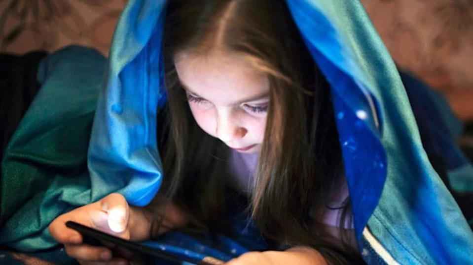 Here is how to de-addict your child from using smartphone