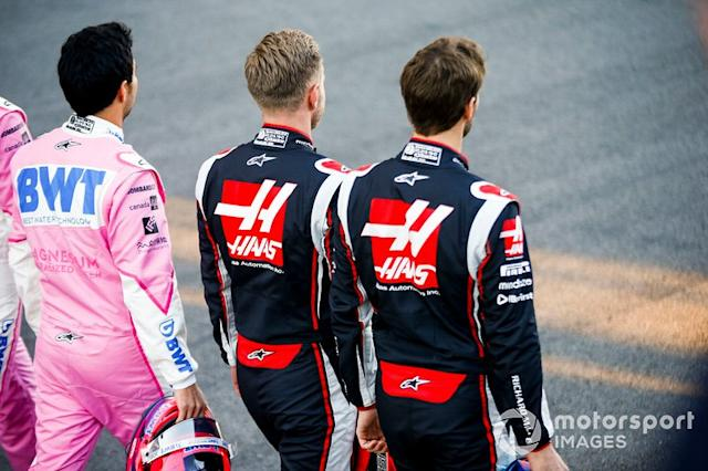 """Romain Grosjean, Haas F1, Kevin Magnussen, Haas F1 ans Sergio Perez, Racing Point <span class=""""copyright"""">Andy Hone / Motorsport Images</span>"""