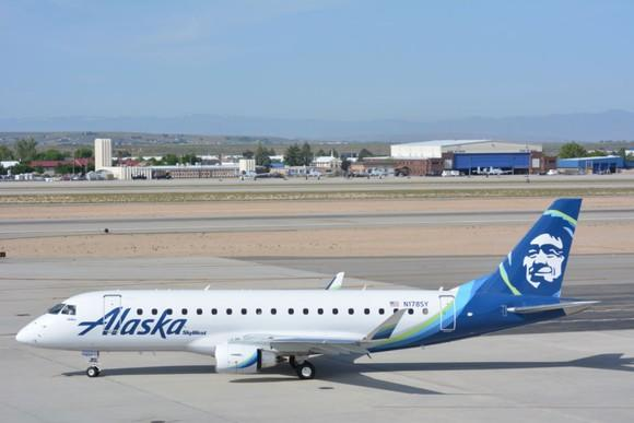An Embraer E175 from Alaska Airlines' regional fleet