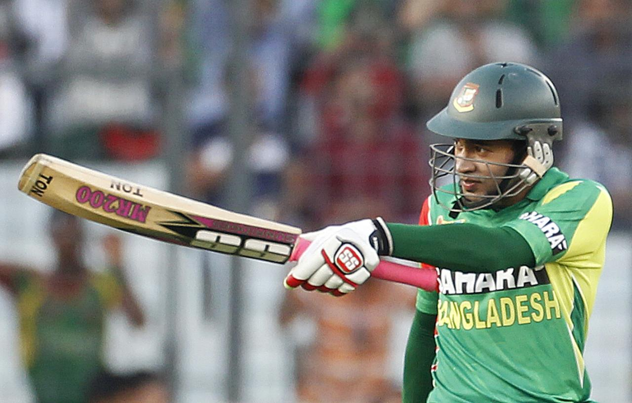 Bangladesh's captain Mushfiqur Rahim (R) celebrates after scoring a half century against Pakistan during their one-day international (ODI) cricket match in Asia Cup 2014 in Dhaka March 4, 2014. REUTERS/Andrew Biraj (BANGLADESH - Tags: SPORT CRICKET)