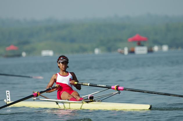 Saiyidah Aisyah, Singapore's only female national rower, competes in the 2km lightweight single sculls category on 15 December 2013. (Photo courtesy of the Singapore Sports Council)