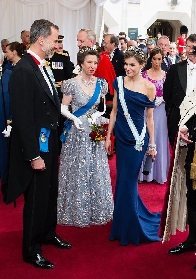 Princess Anne showed Queen Letizia of Spain the way. Photo: Getty Images
