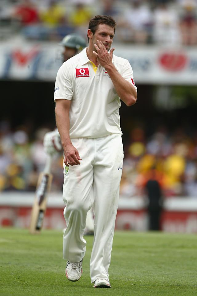 BRISBANE, AUSTRALIA - NOVEMBER 09:  Ben Hilfenhaus of Australia looks frustrated during day one of the First Test match between Australia and South Africa at The Gabba on November 9, 2012 in Brisbane, Australia.  (Photo by Mark Kolbe/Getty Images)