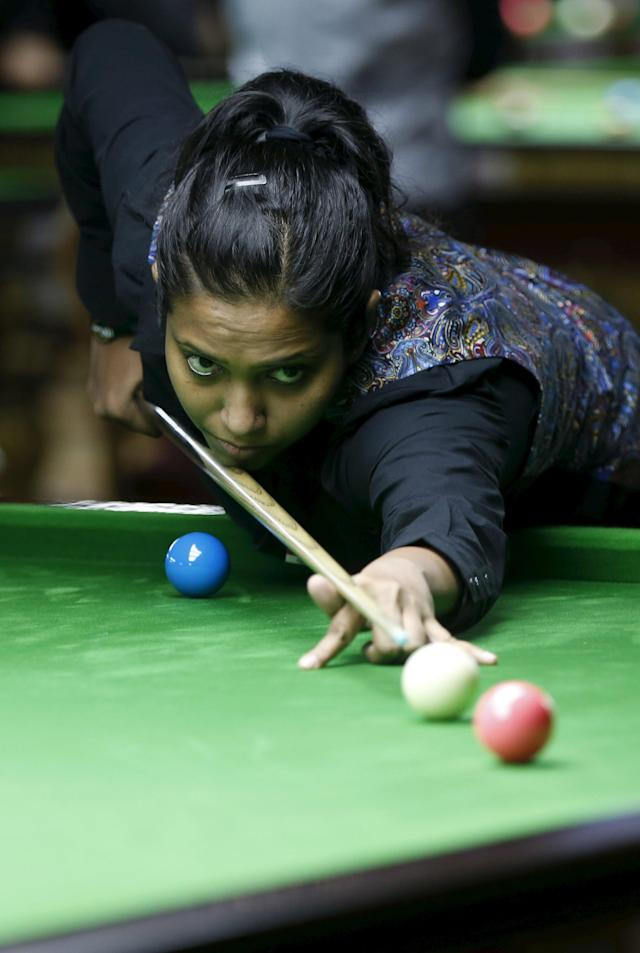 India's Vidya Pillai plays a shot during her snooker match against Latvia's Tatjana Vasiljeva during the IBSF World 6 Red Snooker Championships in Karachi, Pakistan, August 10, 2015. REUTERS/Akhtar Soomro