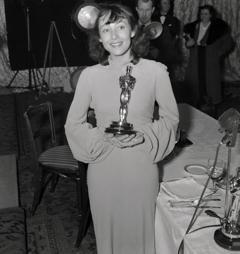 <p>Luise's simple body-hugging gown with dramatic sleeves looked even more stylish with that gold Oscar statue in her hands. She won the award for her performance in <em>The Good Earth</em>, and she became the first actress to win two consecutive awards for lead roles. </p>