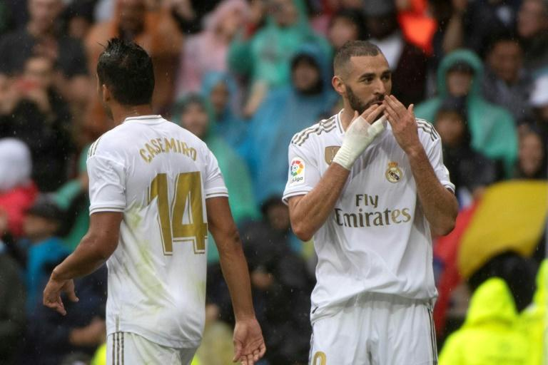 Karim Benzema (R) scored twice as Real Madrid beat Levante 3-2 in La Liga on Saturday