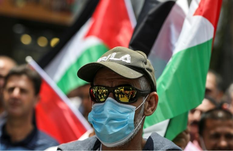 A demonstrator clad in sunglasses and mask at a protest against Israeli annxation plans in the West Bank city of Nablus (AFP Photo/JAAFAR ASHTIYEH)