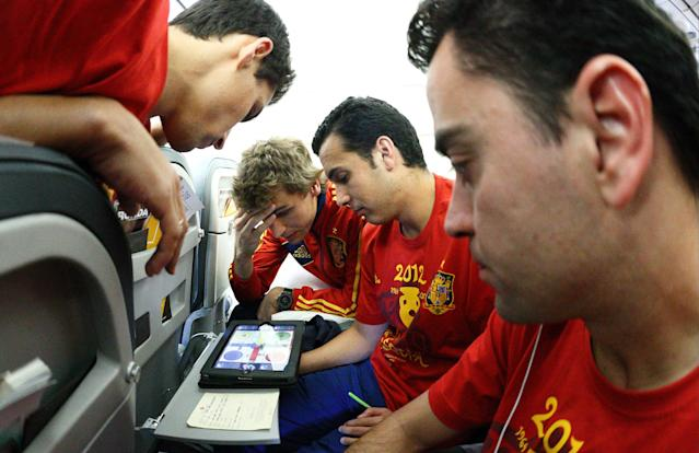 IN FLIGHT - JULY 02: In this handout image supplied by the Royal Spanish Football Federation, (L-R) Jesus Navas, Fernando Llorente, Pedro and Xavi Hernandez of Spain onboard the Spain team's airplane during their flight back to Madrid following their victory in the UEFA EURO 2012 final match against Italy on July 2, 2012 in flight. (Photo by Carmelo Rubio Sanchez/RFEF via Getty Images)