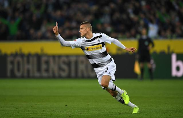 Moenchengladbach's Slovak midfielder Laszlo Benes celebrates scoring with his team-mates during the German first division Bundesliga football match of Borussia Moenchengladbach v Hertha Berlin in Moenchengladbach, western Germany, on April 5, 2017 (AFP Photo/PATRIK STOLLARZ)