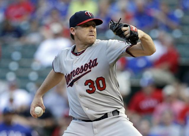 Minnesota Twins' Kevin Correia works against the Texas Rangers in the first inning of a baseball game, Friday, June 27, 2014, in Arlington, Texas. (AP Photo/Tony Gutierrez)