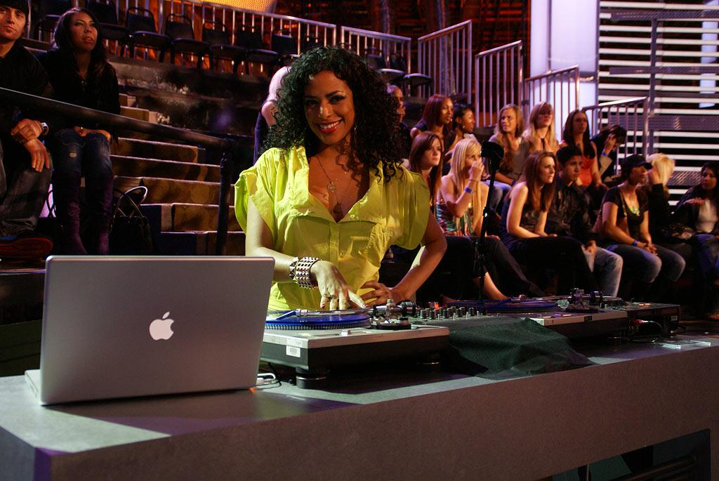 As the eager audience members are ushered to their seats, DJ Rashida warms up the room with her infectious smile and spinning skills, delivering jams from the likes of Snoop, Rihanna, and J.Lo.