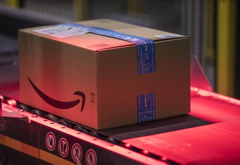 Amazon Plans to Put 1,000 Warehouses in Suburban Neighborhoods