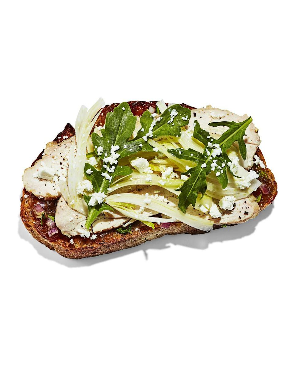 <p><strong>BREAD:</strong> 4 slices seeded multigrain</p><p><strong>SPREAD:</strong> ¼ cup fig preserves + 1 Tbsp balsamic vinegar + 1 Tbsp chopped shallot + 1 tsp fresh thyme</p><p><strong>TOPPING:</strong> ¼ cup sliced fennel + 1 oz crumbled goat cheese + ¼ cup arugula</p>