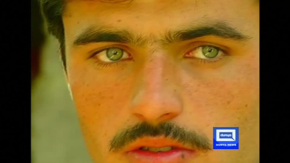 Arshad Khan, a teen who worked at a tea stall in Islamabad, signs a modeling contract after a photograph of him goes viral on the internet. Diane Hodges reports.