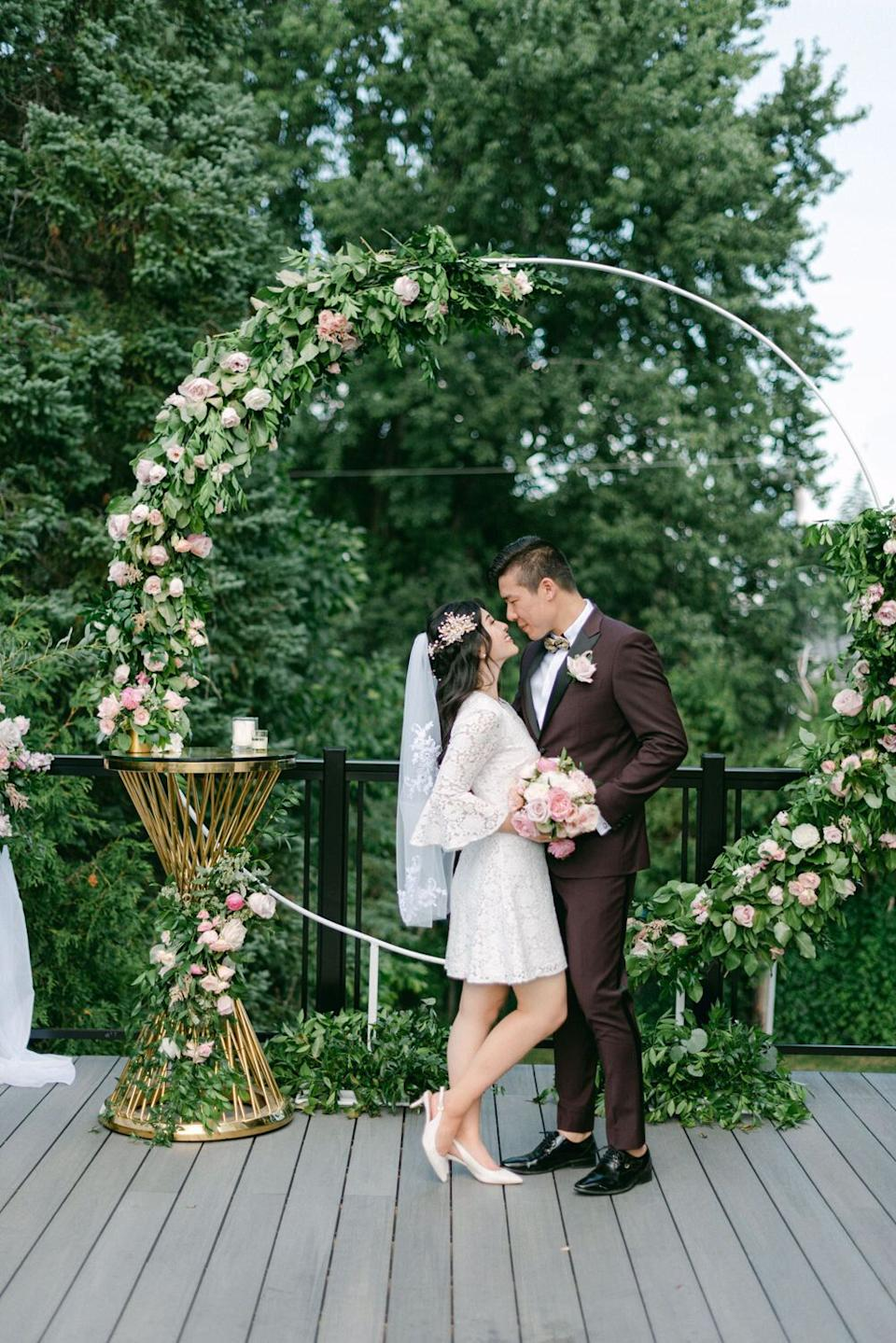"""They said their """"I do's"""" attheir home in Ottawa, Canada. (Photo: <a href=""""https://www.laceandluce.com/"""" target=""""_blank"""">Lace and Luce </a>)"""