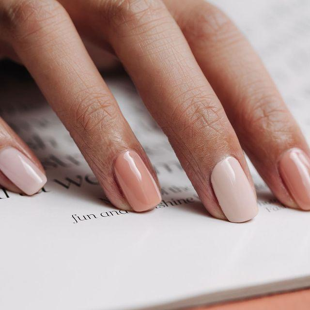 """<p>Gel nails with a gentle gradient. It's simple, but you'll still get compliments.</p><p><a href=""""https://www.instagram.com/p/BzLWX-tFOxl/"""" rel=""""nofollow noopener"""" target=""""_blank"""" data-ylk=""""slk:See the original post on Instagram"""" class=""""link rapid-noclick-resp"""">See the original post on Instagram</a></p>"""