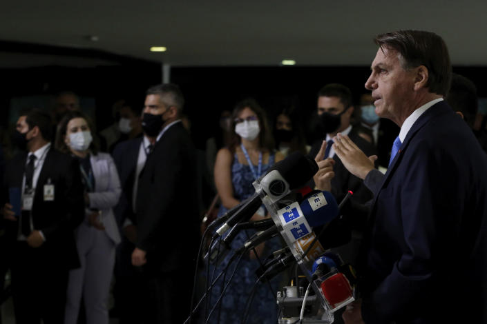 Brazilian President Jair Bolsonaro gives a press conference to announce the start of emergency aid for the COVID-19 pandemic at Planalto presidential palace in Brasilia, Brazil, Wednesday, March 31, 2021. (AP Photo/Eraldo Peres)