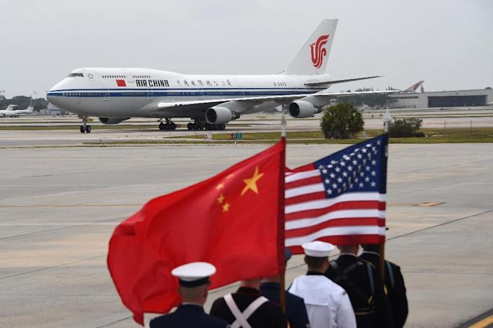 The plane of President of the People's Republic of China Xi Jinping and his wife Peng Liyuan arrives at Palm Beach International Airport on Thursday, April 6, 2017 in West Palm Beach, Florida (AFP Photo/Michele Eve Sandberg)