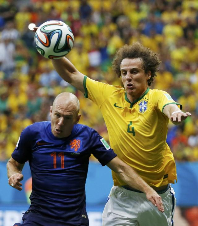 Arjen Robben of the Netherlands (L) fights for the ball with Brazil's David Luiz during their 2014 World Cup third-place playoff at the Brasilia national stadium in Brasilia July 12, 2014. REUTERS/Jorge Silva (BRAZIL - Tags: SOCCER SPORT WORLD CUP)