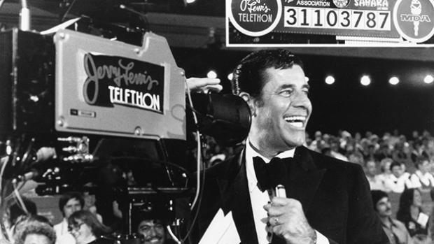 Jerry Lewis hosting the Labor Day MDA Telethon (Credit: MDA)