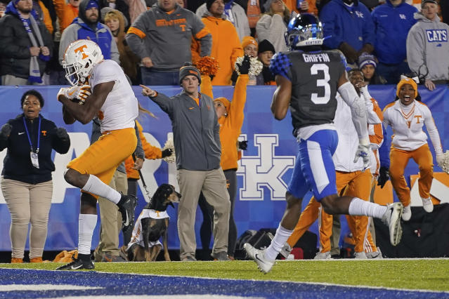 Tennessee wide receiver Josh Palmer, left, scores a touchdown during the second half of the team's NCAA college football game against Kentucky, Saturday, Nov. 9, 2019, in Lexington, Ky. (AP Photo/Bryan Woolston)