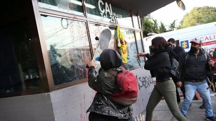 Protesters targeted the police post where Javier Ordóñez was taken